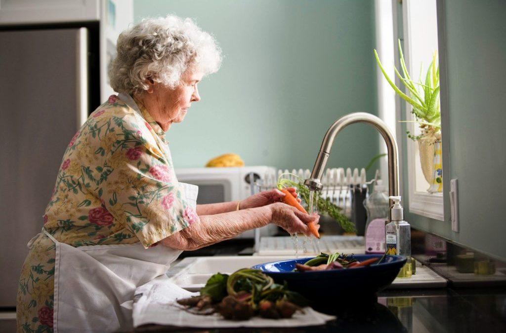 Αντιμετώπιση του COVID-19 στο σπίτι: Συμβουλές φροντίδας για εσάς και τους άλλους